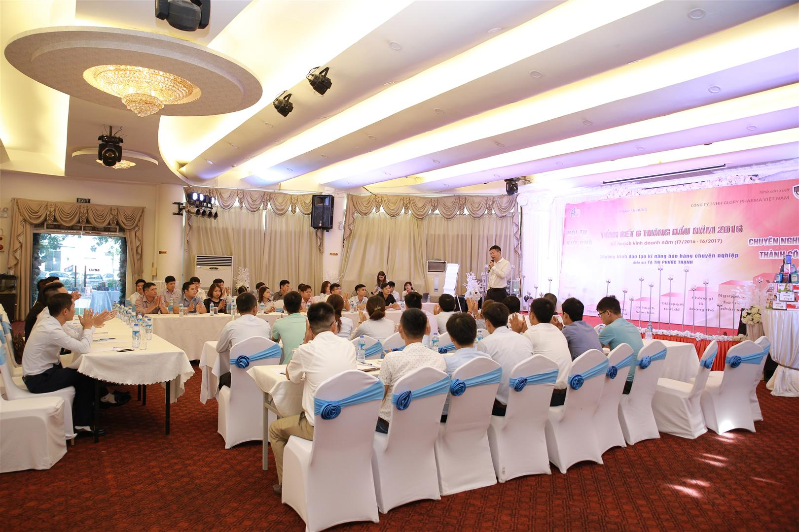 Giám đốc Trần Văn Thắng giới thiệu về công ty An Hưng