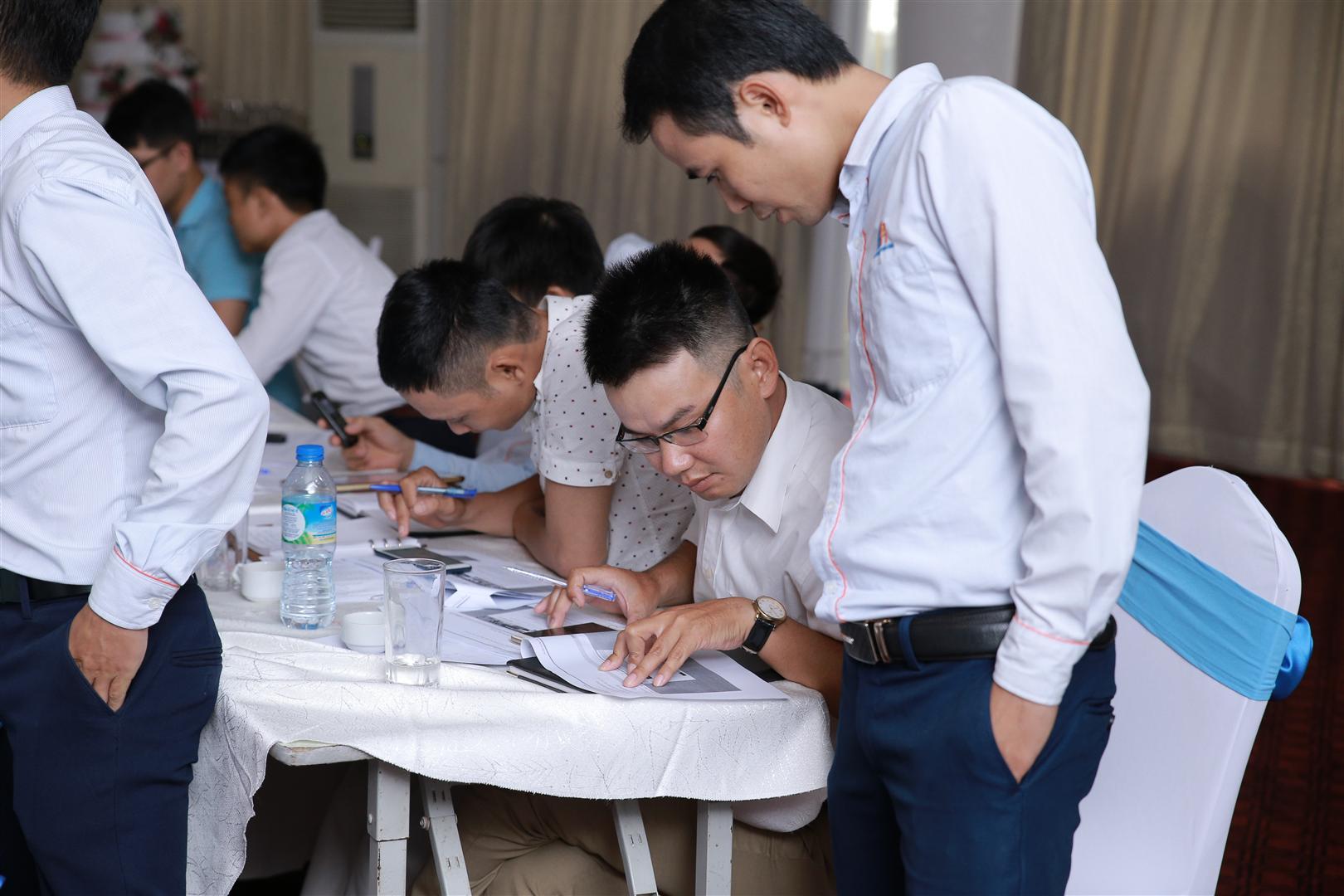 Trình dược viên thực hành sử dụng phần mềm bán hàng